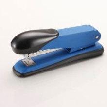 Agrafeuse en plastique bleue