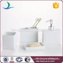 Набор для ванной комнаты из тисненой белой ванны