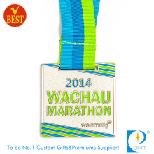 China Customized Good Quality Barking Varnish Marathon Medal at Factory Price