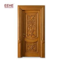 цельные деревянные входные двери с простой резьбой