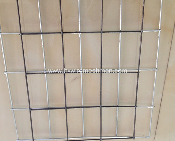 Metal mesh fence panels