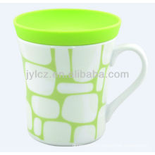 white mug with silicone lid