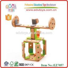Nuevo Producto Diseño El helicóptero de madera DIY juega los juguetes de la construcción del OEM del tamaño 30 * 24 * 6 cm DIY inteligente para los cabritos EZ7057