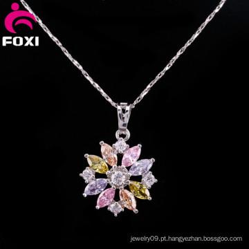Amuleto de pingentes de Gemstone flor colorida