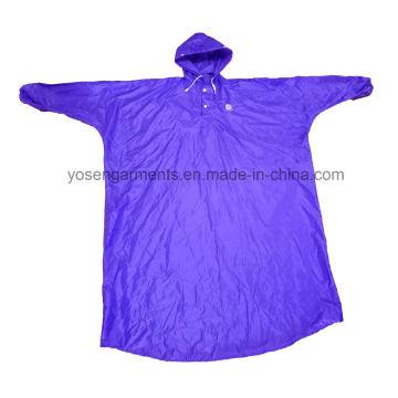 Poliester de adulto / PVC Poncho de lluvia impermeable y a prueba de viento con capucha