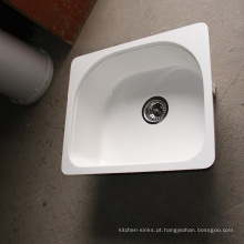 Os dissipadores originais acrílicos irregulares recentemente projetados da bacia da cozinha única