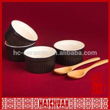 Esmalte de color rojo cerámico barato cuece al horno el cuenco con la tapa y el soporte del metal