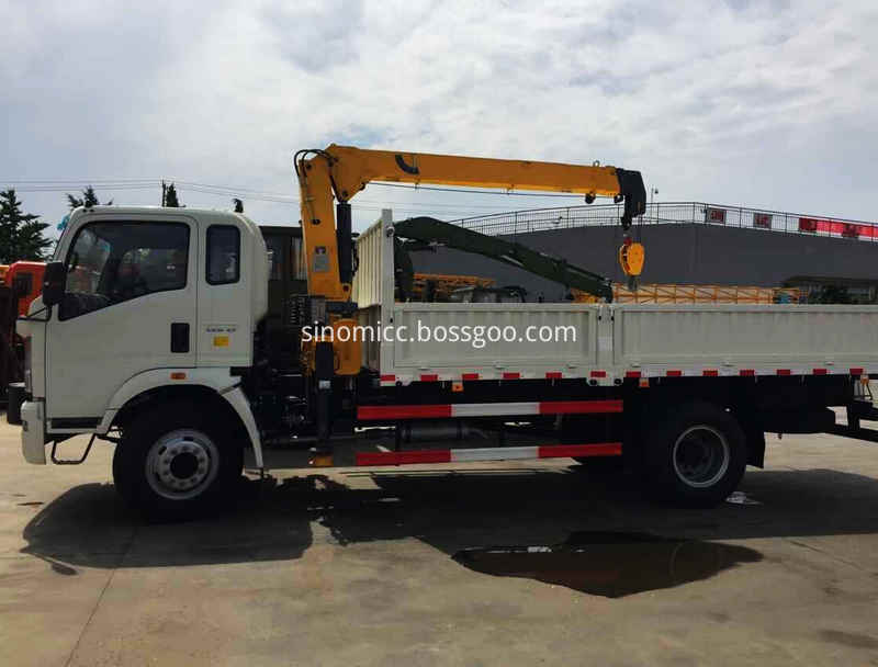 Howo Light Truck With Crane 3 Tons