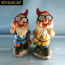 Solar beleuchtete niedliche Schulung Polyresin Zwerg für Garten
