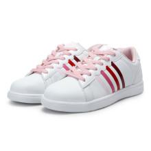 Zapatos blancos del monopatín Zapatos de los hombres