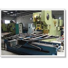Machine de fabrication de treillis métallique perforé