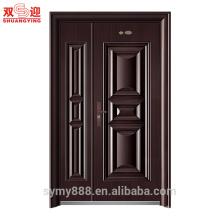 Внешняя стальная дверь квартиры дома инженерно-полтора двери