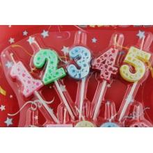 Velas de números coloridos de aniversário com suporte