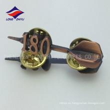 La antigüedad interesante personalizada del metal del juguete plateó la insignia de los cabritos