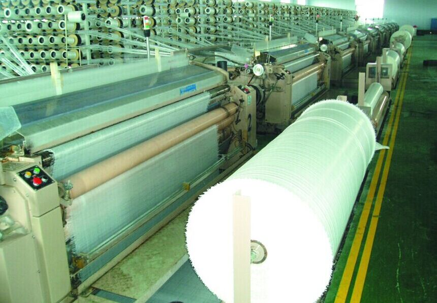 PE tarpaulin weaving machine