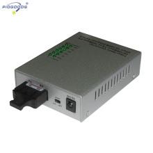 Convertidor de medios de fibra óptica de 10 / 100M modo único 4 puertos ethernet