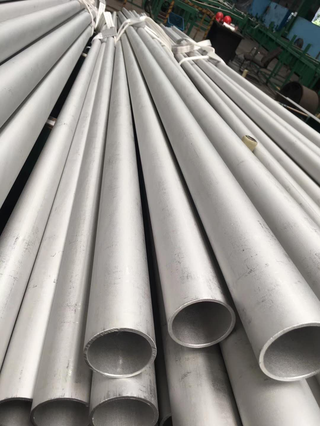 Alloy steel seamless pipe 1