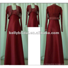 Bola roja y vestido de boda de manga larga