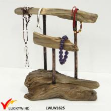 El nuevo árbol arquea el soporte de exhibición de la joyería