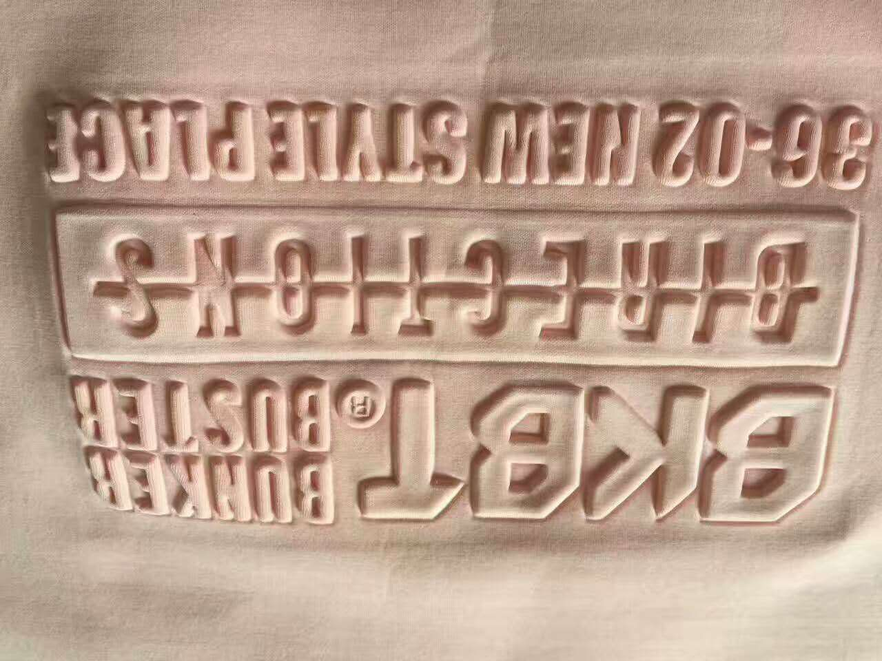 Silicone logo moulding machine onto clothes