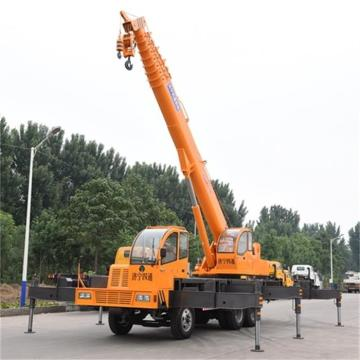 Three Axle 25 Ton Self Propelled Hydraulic Crane