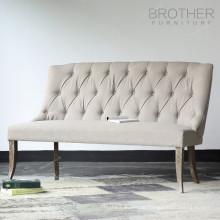 Antike Möbel Chesterfield Liege Sofa mit hohem Stoff zurück