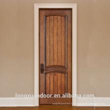 Une véritable porte en bois massif en bois, des photos en bois, un design en salle de porte en bois massif