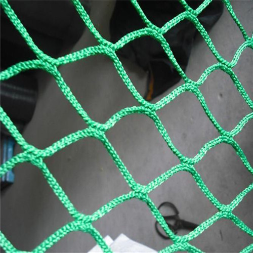 Knotless net use for golf netting