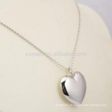Brilhante prata banhado em aço inoxidável 3D colar de coração chunky em branco