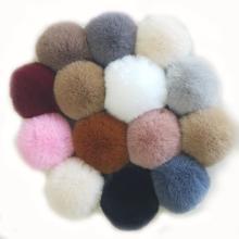 Bola de pompom confortável com pele de coelho falsa colorida
