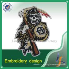 Parche de diseño de bordado personalizado con respaldo de hierro