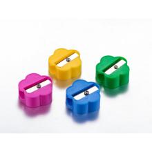 Simple barato lápiz afilador en jarra de plástico