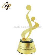 Diseño creativo personalizado al por mayor rápidamente su logotipo muestras premios placas de trofeos de metal
