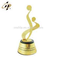 En gros rapidement design créatif personnalisé vos échantillons de logo récompense des plaques de trophées en métal