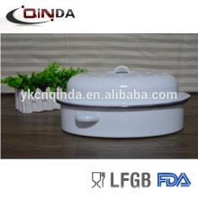 Эмаль покрытием жаровня курица сковорода с белым цветом