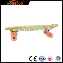 Produtos de qualidade personalizados 4 rodas grandes conduzidas fabricação de skate
