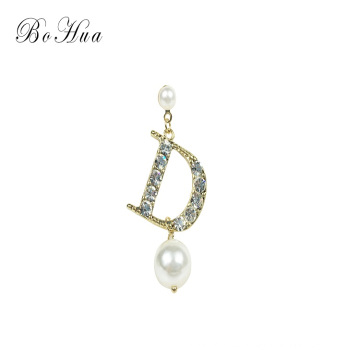 Pendientes de perlas de personalidad Pendientes de moda de cristal D Letra Japón y Corea del Sur