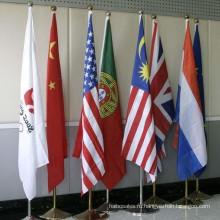 Офисный флагшток в помещении