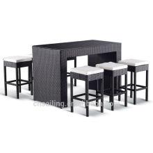 Настольный стол и стулья из ротанга из ротанга