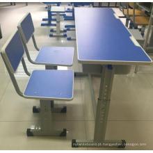 Cadeiras e mesas de escola com qualidade superior
