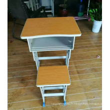Bureau d'étudiants en métal de meubles d'école avec des chaises