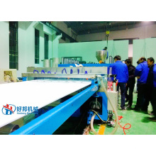Línea de producción de placas de compuesto de madera y plástico