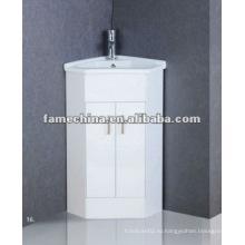Угловой шкаф для ванной комнаты с угловой ванной