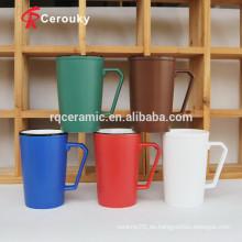 Taza de cerámica colorida de alta taza de café