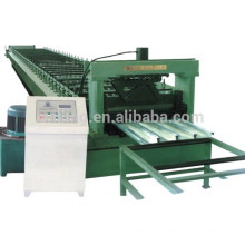 Machine de formage de rouleaux de plancher de plancher.