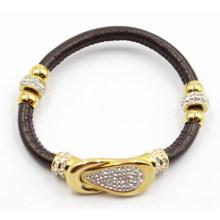 Bracelete de couro preto de Gunine com o encanto e o fecho de aço inoxidável do ouro