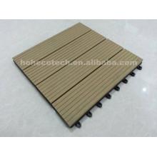 Cuatro azulejos acanalados de madera de pizarra enclavijados Componga juntos las plataformas de bricolaje WPC