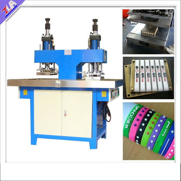 Atlet Memakai Plastik Silicon Wibband Embossing Equipment