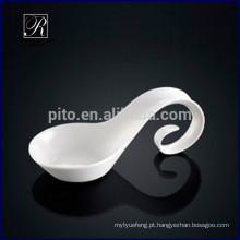 P & T ROYAL WARE Porcelana romântica placa de design tigela artística colher especial para uso de hotel