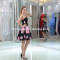 Las mujeres sin mangas de la impresión digital del modelo de moda visten el vestido sin tirantes de la señora del diseño del dobladillo grande